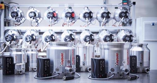 Zwei neue Größen der Turbomolekularpumpen von Leybold für Forschungs- und Industrie- Anwendungen